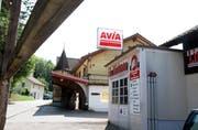 Die Lindenplatz-Garage an der Fichtenstrasse mit ihrer Tankstelle gehört zum vertrauten Ortsbild. (Bilder: Philipp Stutz)