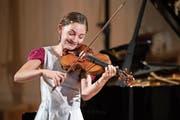 Alma Deutscher (13) überzeugte nicht nur am Klavier, sondern auch an der Violine. (Bild: Patrick Hürlimann/LF, 29. August 2018)