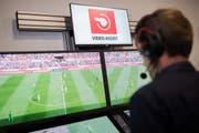 In Deutschland unterstützten bereits Video-Assistenten die Schiedsrichter. (Bild: Keystone)