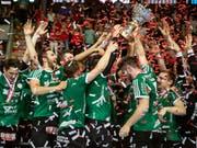 Meisterjubel vor drei Monaten: In der neuen Meisterschaft ist Wacker Thun gefordert, wenn es seinen Pokal behalten will (Bild: KEYSTONE/MELANIE DUCHENE)