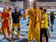 Freude pur: Doppeltorschütze Guillaume Hoarau und die Young Boys feiern den Champions-League-Einzug (Bild: KEYSTONE/EPA KEYSTONE/THOMAS HODEL)