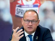 Jürg Stahl, Präsident von Swiss Olympic und auch Präsident der gescheiterten Kandidatur «Sion 2026», erklärt, warum die Schweiz für die Winterspiele 2030 nicht gleich wieder kandidieren will (Bild: KEYSTONE/LAURENT GILLIERON)