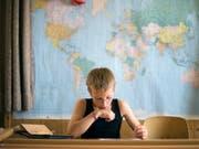 Kosovo als serbische Provinz und nicht als souveräner Staat: Schulen wurden mit mangelhaften Karten ausgerüstet. (Bild: Keystone/GAETAN BALLY)