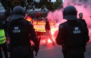 An der Demo in Chemnitz kam es zu Ausschreitungen. (Bild: Keystone)