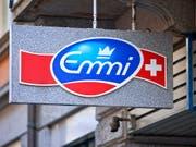 Der Milchverarbeiter Emmi hat im ersten Halbjahr mehr Umsatz und Gewinn erzielt. (Bild: KEYSTONE/GAETAN BALLY)
