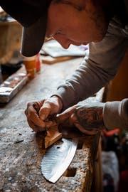 Viele Schritte sind nötig, bis ein Messer fertig ist.