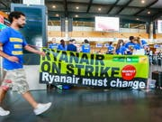 Im Streit mit irischen Piloten zeigt sich Ryanair nun bereit, einen externen Vermittler einzuschalten. (Bild: KEYSTONE/EPA/STEPHANIE LECOCQ)