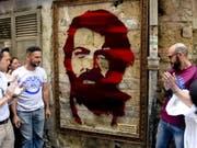 Bud Spencer in Ehren: Bereits im Juni wurde in Neapel ein Porträt des berühmten Sohnes der Stadt enthüllt, Ende September soll nun eine Ausstellung folgen. (Bild: KEYSTONE/EPA ANSA/CIRO FUSCO)