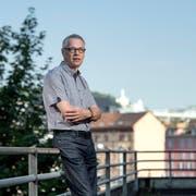 Joe Bucheli auf dem Balkon seines Büros an der Kellerstrasse in Luzern. (Bild: Pius Amrein, 18. Juli 2018)