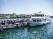 Kein Gehör für Petitionäre: Kursschiffe auf dem Zürichsee dürfen beim An- und Abfahren auch in Zukunft nicht hornen. (Bild: KEYSTONE/MELANIE DUCHENE)