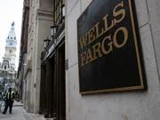 Eine Milliardenstrafe nach der anderen: Bei der US-Grossbank Wells Fargo kommen immer neue Missstände ans Licht der Öffentlichkeit. (Bild: KEYSTONE/AP/MATT ROURKE)