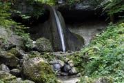 Der Schwarzenbach-Wasserfall in Allenwinden. Bild: Werner Schelbert (Allenwinden, 3. August 2018)