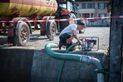 Auch Bauern aus Buch müssen in nächster Zeit beim Kieshafen in Güttingen Wasser pumpen. (Bild: Reto Martin)