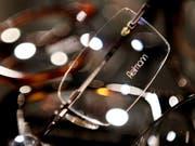 Dank dem tollen Sommer hat Fielmann mehr Sonnenbrillen verkauft. An diesen verdient der Optiker allerdings weniger. (Bild: KEYSTONE/AP dapd/PHILIPP GUELLAND)