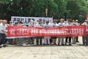 Auch Mao Zedong darf nicht fehlen: demonstrierende Jasic-Arbeiter in Shenzhen. (Bild: Sue-in Wong/Reuters (6. August 2018))