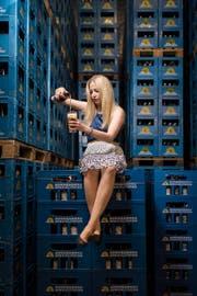 Bei der Brauerei Sonnenbräu sind 40 Prozent der Angestellten Frauen. Daher: Bier ist durchaus nicht nur Männersache. (Bild: Benjamin Manser)