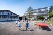 Viert-, Fünft- und Sechsklässler gehen vorübergehend nicht im Andwiler Schulhaus Ebnet, sondern in Gossau zur Schule. (Bild: Urs Bucher)