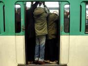 Wegen einer technischen Panne in der Pariser Metro ging auf der automatisch betriebenen Linie 14 vorübergehend nichts mehr. (Bild: KEYSTONE/EPA/YOAN VALAT)