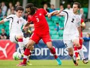 Otar Kakabadze - hier ganz rechts während einer U19-Partie gegen die Schweiz - wird künftig als rechter Aussenverteidiger beim FC Luzern Tore verhindern (Bild: KEYSTONE/JEAN-CHRISTOPHE BOTT)