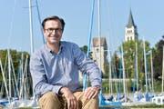 Der Romanshorner Stadtpräsident David H. Bon posiert am Hafen. (Bild:Donato Caspari)