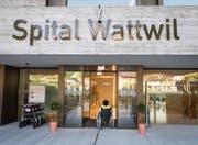 Bereits zur Halbzeit ist das Defizit dreimal höher als für das ganze Jahr berechnet: Das Spital Wattwil. (Bild: Ralph Ribi)