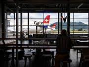 Die Wartehalle des Flughafens Bern-Belp ist weit gehend leer: Die Regionalfluglinie SkyWork hat den Betrieb eingestellt. (Bild: KEYSTONE/ANTHONY ANEX)