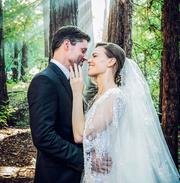 Erst vor einigen Tagen haben Schauspielerin Hilary Swank und Unternehmer Philip Schneider unter den Redwood-Bäumen in Nordkalifornien geheiratet. (Bild: Instagram)