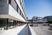 Alt und neu steht derzeit beim Spital Wattwil nebeneinander. Wie viel aus alt noch neu wird, scheint derzeit offen. (Bild: Mareycke Frehner)