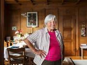 Elisabeth Marti, ehemaliges Verdingkind, hat ihr Glück gefunden. Sie ist eine der Personen, welche Peter Klaunzer porträtiert hat. (Bild: KEYSTONE/PETER KLAUNZER)