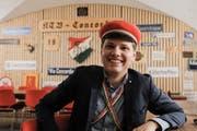 Im obligaten Tenue: Mattia Salvi v/o Youri, Präsident der Aktivitas des Kantonschulturnvereins Concordia, sitzt an einem der Tische im Keller an der Freie Strasse. Im Jahr 2014 zog die Verbindung hierher.