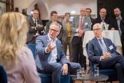 SBB-CEO Andreas Meyer (Bildmitte) am Sofa-Gespräch zur Bahnhofseröffnung mit der St.Galler Bauchefin Maria Pappa und Stadtpräsident Thomas Scheitlin.