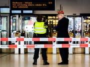 Der Hauptbahnhof von Amsterdam war nach der Messerattacke vorübergehend geschlossen. (Bild: KEYSTONE/EPA ANP/REMKO DE WAAL)