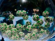 Beim Eurojackpot spielen 18 europäische Länder ohne die Schweiz mit. (Bild: KEYSTONE/AP/MICHEL EULER)