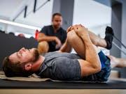 Das rechte Knie: Justin Murisier verpasst erneut eine ganze Saison (Bild: KEYSTONE/VALENTIN FLAURAUD)