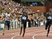Während Christian Coleman bereits jubelt kämpft die Konkurrenz noch um die weiteren Plätze (Bild: KEYSTONE/AP/GEERT VANDEN WIJNGAERT)