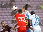 Genfs Goalie Jérémy Frick kommt beim 0:1 gegen Noah Loosli zu spät (Bild: KEYSTONE/SALVATORE DI NOLFI)