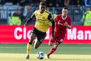 (L-R) Tsiy William Ndenge of Roda JC, Gaston Salawisa of Almere FC during the Dutch Jupiler League play-offs match between Almere City FC and Roda JC Kerkrade at Yanmar stadium on May 10, 2018 in Almere, The Netherlands Dutch Jupiler League 2017/2018 xVIxVIxImagesx/xGerritxvanxKeulenxIVx PUBLICATIONxINxGERxSUIxAUTxONLY 10899722