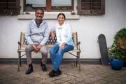 Kushia und Elvina Patrick vor ihrem Zuhause in Oberwangen. (Bild: Reto Martin)