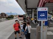 Beim Bahnhof Küssnacht läuft ein Ersatzbetrieb. Bild: Geri Holdener, Bote der Urschweiz