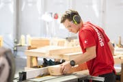 Das Ziel aller Teilnehmer der SwissSkills: Die Berufsweltmeisterschaften Worldskills. Im Bild Zimmermann Florian Nock am 2. Wettkampftag an den Worldskills 2017 in Abu Dhabi. (Bild: SwissSkills/Michael Zanghellini/SwissSkills)