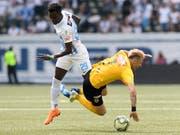 Stellt der FCZ dem Meister aus Bern (im Bild Sangoné Sarr im Duell mit Miralem Sulejmani) nach dem Cupfinal auch in der Liga ein Bein? (Bild: KEYSTONE/ANTHONY ANEX)