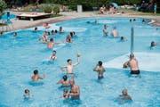Hochbetrieb am Sonntagnachmittag im Schwimmbad Sonnenrain. (Bild: Ralph Ribi (Wittenbach, 5. August 2018))