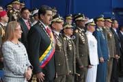 Der Präsident von Venezuela, Nicolas Maduro, Zweiter von links, und seine Frau Cilia Flores vor dem angeblichen Anschlag. (Bild: Miraflores Presidential Palace via AP, 4. August 2018)
