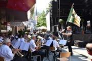 Der Musikverein Buchs-Räfis spielte zum Auftakt der Feier «150 Jahre Bahnhofstrasse Buchs». (Bilder Heini Schwendener)