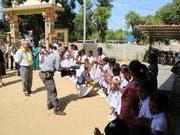 Bei ihrer letzten Reise vor knapp zwei Jahren - hier beim Besuch einer Schule -hatte Justizministerin Simonetta Sommaruga den Ausbau der Migrationszusammenarbeit noch ausgeschlossen. Nun will sie eine Migrationspartnerschaft auf den Weg bringen. (Bild: Keystone/EJPD)