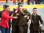 Verletzter venezolanischer Armee-Angehöriger nach dem angeblichen Anschlagsversuch auf Präsident Maduro in Caracas. (Bild: KEYSTONE/AP Xinhua)