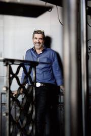 Rainer Quenzer ist Architekt für nachhaltige Konzepte und stellt zur Entspannung gerne Kerzenständer aus Stahl her. (Bild: Donato Caspari)