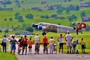 Eine Maschine des Typs JU-52-HOT beim Start auf dem Flugplatz in Buochs. (Archivbild: Leser Fritz Kehrer)