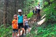 Vermehrt nehmen auch Familien mit Kindern tageweise am Lager der «Wägbuiär» teil und die Kinder werden möglichst auch in Arbeiten mit einbezogen. Damit soll der Mitgliedernachwuchs im Verein gesichert werden.Bild PD, Alpnach, 31. Juli 2018)