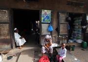 Ein Wahlplakat des Amtsinhabers Ibrahim Boubacar Keïta auf einem Markt in Bamako.(Bild: Mohammed Messara/EPA, Bamako, 30. Juli 2018)